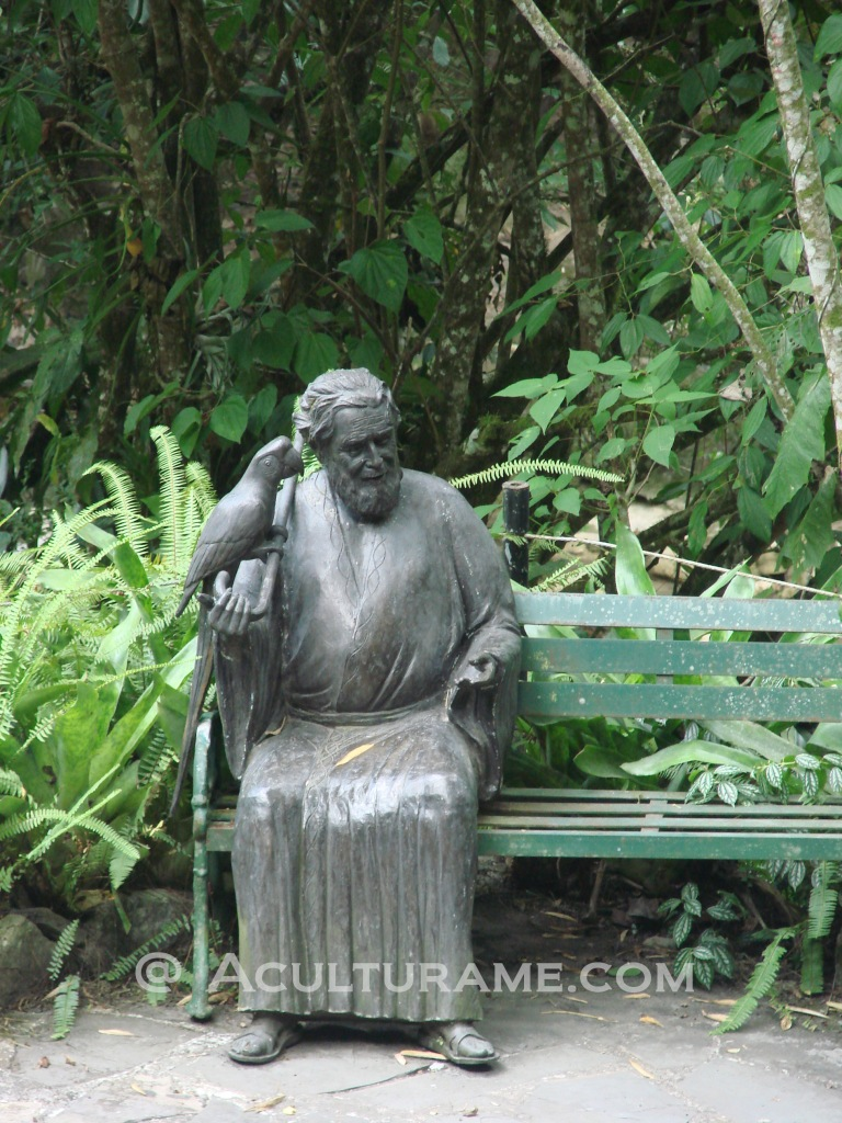 Statue of Edward James found outside Las Pozas