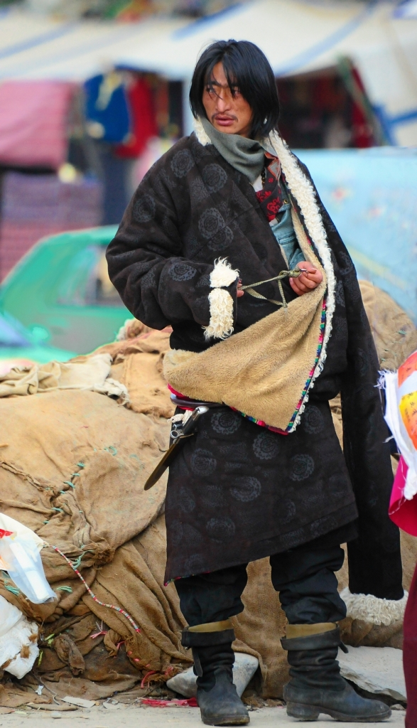 A traditional chuba worn by a Tibetan man Photo Credit: Jan Reurink